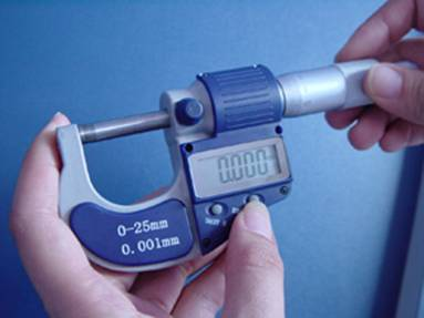Use and Read Digital Micrometers