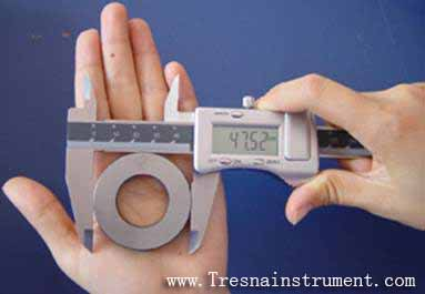 How to use and read digital calipers